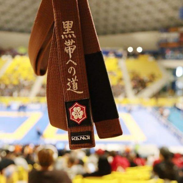 kanji bjj balte premium embroidered brun 1